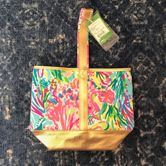 Lilly Pulitzer Handbags - Lilly Pulitzer Wine Tote Caddy Small Handled Bag